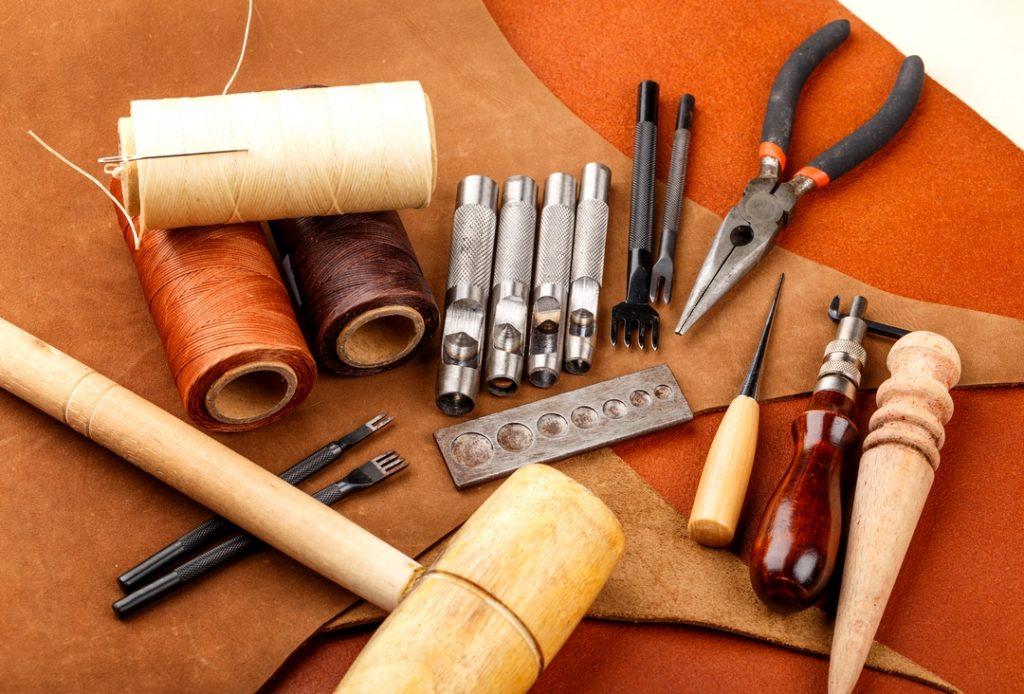 atelier de maroquinerie-sellerie couture main